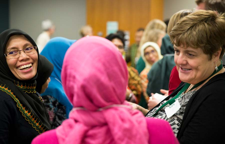 Margo Glew talking with Indonesian visiting scholars