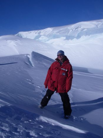 Education Ambitions in Antarctica: Teaching alum shares polar research expedition with classrooms around country